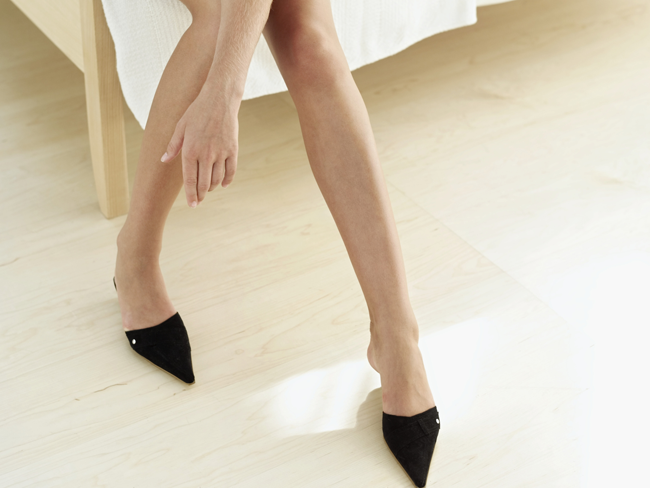 what causes fat around ankles