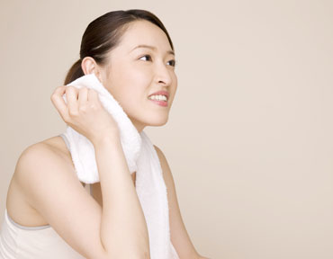 How to Treat Excessive Sweating - Face - DailyBeauty - The ...